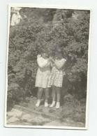 Girls Pose For Photo Hy423-227 - Anonymous Persons