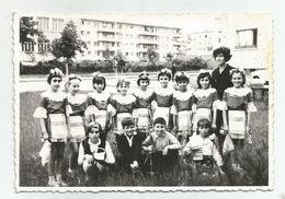 Woman,Girls,Boys Pose For Photo Hy424-227 - Anonymous Persons
