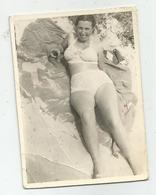 Woman Pose For Photo Hy412-227 - Anonymous Persons
