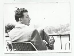 Man On The Terrace Hy501-227 - Anonymous Persons