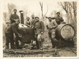 Photo Soldats Français Devant Une Cuisine Roulante /  14-18 / WW1 / POILU - 1914-18