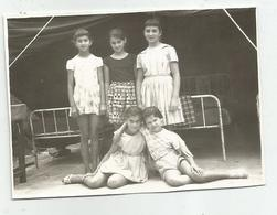 Girls Pose For Photo Hy487-227 - Anonymous Persons