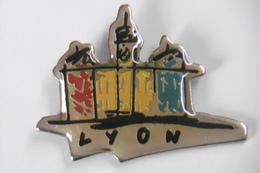 Pin's - Ville De LYON 69 RHÔNE - Villes