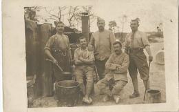 Carte Photo Soldats Français Devant Une Cuisine Roulante  / 14-18 / WW1 / POILU - 1914-18
