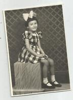 Girl Pose For Photo Hy455-228 - Anonymous Persons