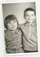 Boy And Girl Pose For Photo Hy350-228 - Anonymous Persons