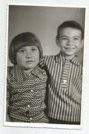 Boy And Girl Pose For Photo Hy451-228 - Anonymous Persons