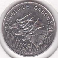 Republique Gabonaise. 100 Francs 1975 , En Cupro Nickel .KM# 13 - Gabon