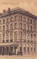 TOURNAI EN BELGIQUE  HOTEL BELLE- VUE   UN PEU ANIMEE CPA  CIRCULEE - Tournai