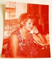 Vieille Photo, Old Photograph, Fotografía Antigua / Lady Parle Au Téléphone, Lady Talking On The Phone - Anonymous Persons