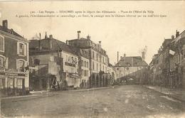 88 -SENONES  - Aprés Le Départ Des Allemands Place De L Hôtel De Ville  163( Att Deux Marque De Plis Légé) - Senones