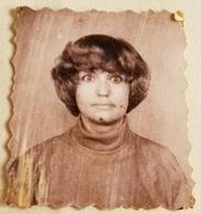 Vieille Photo, Old Photograph, Fotografía Antigua / Portrait D'une Fille à La Recherche De Surprise, Portrait Of A Girl - Anonymous Persons
