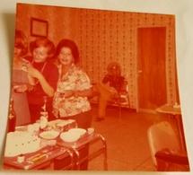Vieille Photo, Old Photograph, Fotografía Antigua / Dames Dans Le Salon De Beauté, Ladies In The Beauty Salon - Personas Anónimos