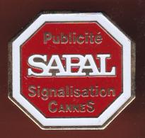 59589- Pin's. Publicité Sapal Signalisations.Cannes. - Villes