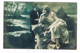 CPA N&b Joyeuses Pâques - 1920 - Couple Révant Au Bord De L'eau - Couples