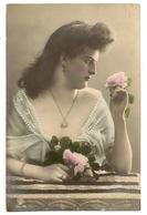 262 - Jolie Jeune Dame - Femmes