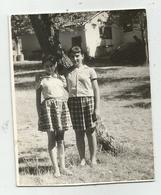 Girls Pose For Photo Hy453-228 - Anonymous Persons
