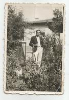 A Man In The Garden Pose For Photo Hy500-228 - Anonymous Persons