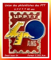 SUPER PIN'S ASSOCIATION PHILATELIQUE Des PTT : LES 40 ANS De L'U.P.P.PT.T POSTE, émail Base Or Format 2,3X2,9cm - Associations