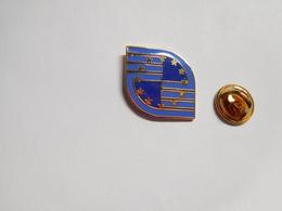 Superbe Pin's En EGF , CEE ?? , Signé Jaco - Villes