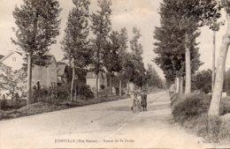 CPA   52   JOINVILLE---ROUTE DE ST-DIZIER---1918---ANIMEE - Joinville