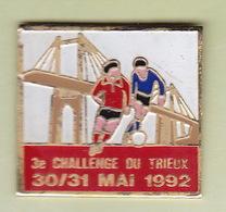 Pin's Sports Football 3ème Challenge Du Trieux - Fútbol