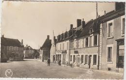 DAV : Nièvre :  BRINON  Sur   BEUVRON : La  Place  1956 - France