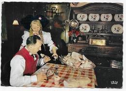 (RECTO / VERSO) L' ALSACE GASTRONOMIQUE - LA BONNE CHOUCROUTE ALSACIENNE - CPSM GF VOYAGEE - 67 - Küchenrezepte