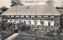 Gold Coast - Ghana - Maison Des Missions Abetifil - Mme Ramseyer Et Mr Perregaux Au Jardin - Ghana - Gold Coast