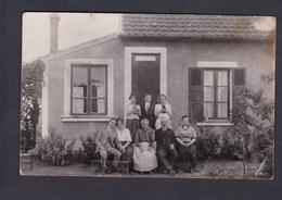 Carte Photo Bizon Bobigny (93) Portrait Famille Devant Maison à Situer - Bobigny