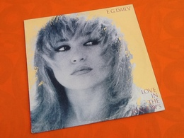 """Vinyle 12"""" 45 RPM (Spécial Remixed Version) E.G  Daily  Love In The Shadows (1985) A&M Records - 45 Rpm - Maxi-Singles"""