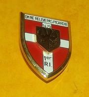 1° Régiment D'Infanterie, écu, Arthus Bertrand Pour ATLAS,  FABRICANT ARTHUS BERTRAND PARIS,HOMOLOGATION SANS, ETAT VOIR - Armée De Terre