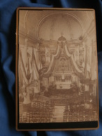 Photo Format Cabinet  Interieur église Avec Des Drapeaux à Identifier En Belgique  CA 1875 - L458 - Lieux