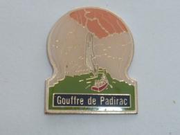 Pin's GOUFFRE DE PADIRAC - Villes