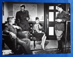 """BRIGITTE BARDOT Im Kino-Film """"Babette Zieht In Den Krieg"""" # Altes Pressefoto, Ca. 24 X 18 Cm # [19-620] - Berühmtheiten"""