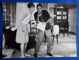 "AUDREY HEPBURN Im Kino-Film ""Paris, When It Zizzles"" # Altes Pressefoto, Ca. 24 X 17,5 Cm # [19-622] - Berühmtheiten"