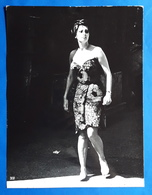 "SOPHIA LOREN Im Kino-Film ""Die Gräfin Von Hongkong"" # Altes Pressefoto, Ca. 18 X 24 Cm # [19-625] - Berühmtheiten"