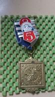 Medaille :Netherlands  -  Wintertocht W.I.K Dieren + 2-3-4-5 - Holland. / Vintage Medal - Walking Association - Nederland