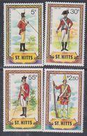 Saint-Christophe N° 468 / 71 XX Uniformes Militaires, Les 4 Valeurs Sans Charnière, TB - St.Christopher-Nevis-Anguilla (...-1980)