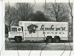 PHOTO.Camion Frigorifique  BERNARD. Transport L.P. PARIS. Publicité LA VACHE QUI RIT BONDEL . - Automobiles