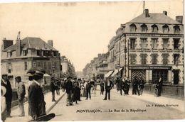 CPA MONTLUCON - La Rue De La République (262318) - Montlucon