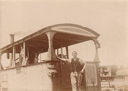 Photo Souple Cheminot  Machine à Vapeur ( Plaque à Identifier Et Gare ) - Treni