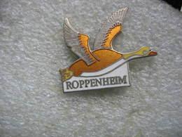 Pin's De La Commune De ROPPENHEIM Dans Le Bas Rhin. Oiseau, Prédateur - Villes