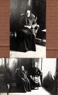 2 Cartes Photos Originales Vieilles Au Salon, Poil Au Menton & Contre-Jour Vers 1910/20 - Anonymous Persons