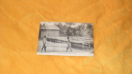 CARTE POSTALE ANCIENNE NON CIRCULEE DATE ?../ OGOOUE N'KOGO.- SECHAGE DU CACAO... - Gabon