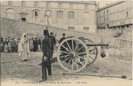 ALGERIE - CONSTANTINE - LE CANON DU RAMADAN - Militaires Et Groupe De Personnes-Nombreuses Personnes Au Dessus Du Mur - Constantine