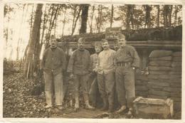 Photo Soldats Français Devant Leur Cabane En Alsace / 14-18 / WW1 / POILU - 1914-18