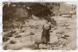 Donna Con Ombrello Ragazza Girl - Valle Sabbia Brescia Da Identificare - Donne