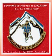 SUPER PIN'S GENDARMERIE : BRIGADE De MONTAGNE De GIROMAGNY Dans Les VOSGES émail Grand Feu Or  ERESCO 2,2X2,4cm - Militaria