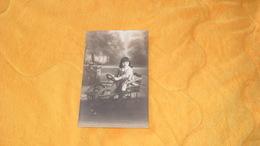 CARTE POSTALE PHOTO ANCIENNE NON CIRCULEE DATE ?../ JOUET ?. VOITURE A PEDALE ?. ENFANT.. - Jeux Et Jouets